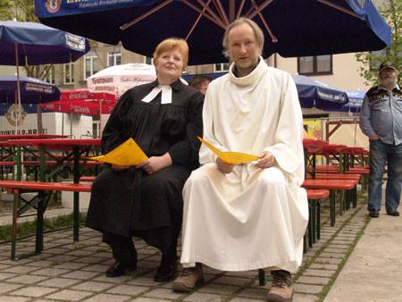 Pfarrerin Brecht und Pfarrer Meyer